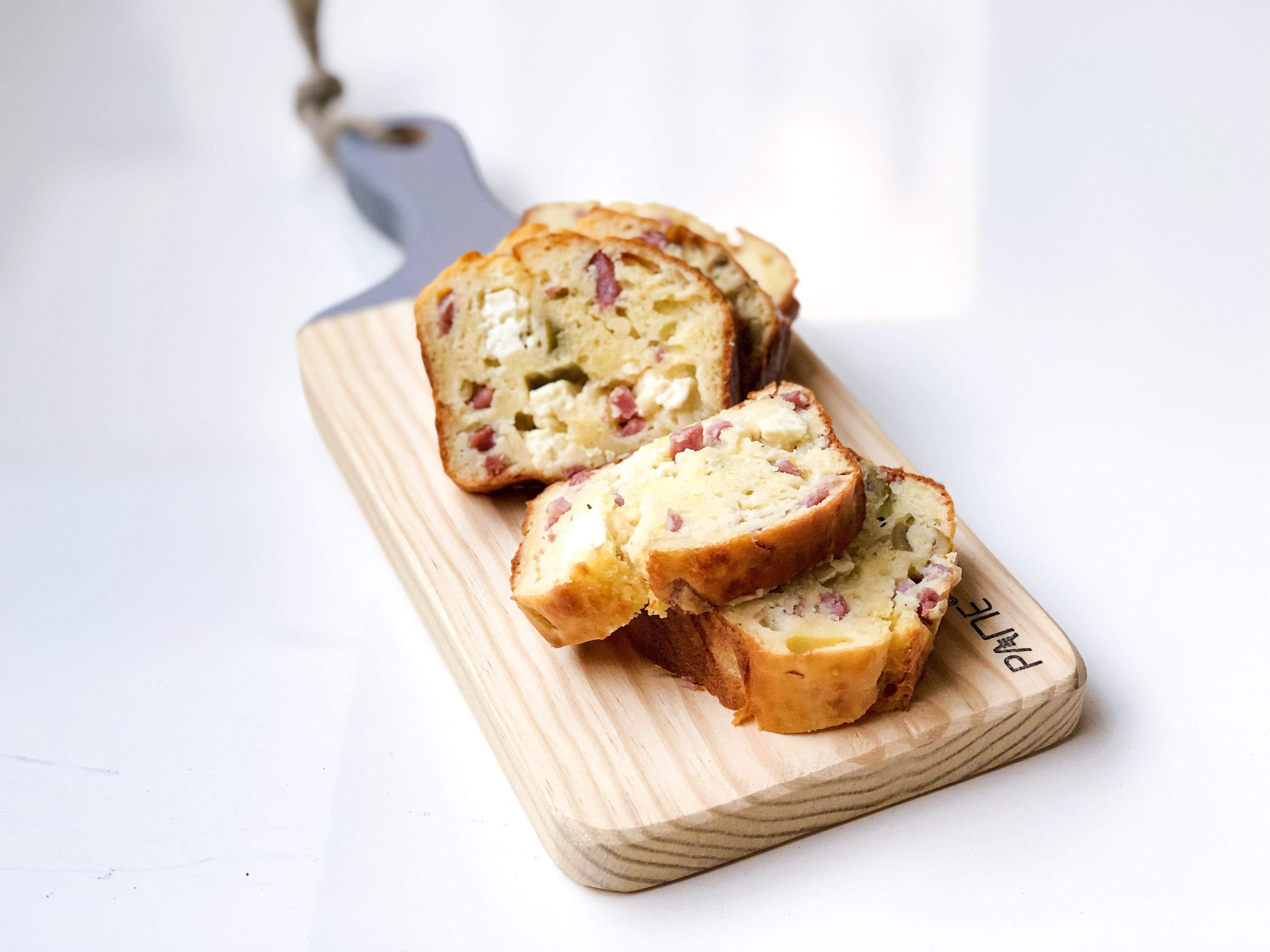 Cake salé jambon olives féta